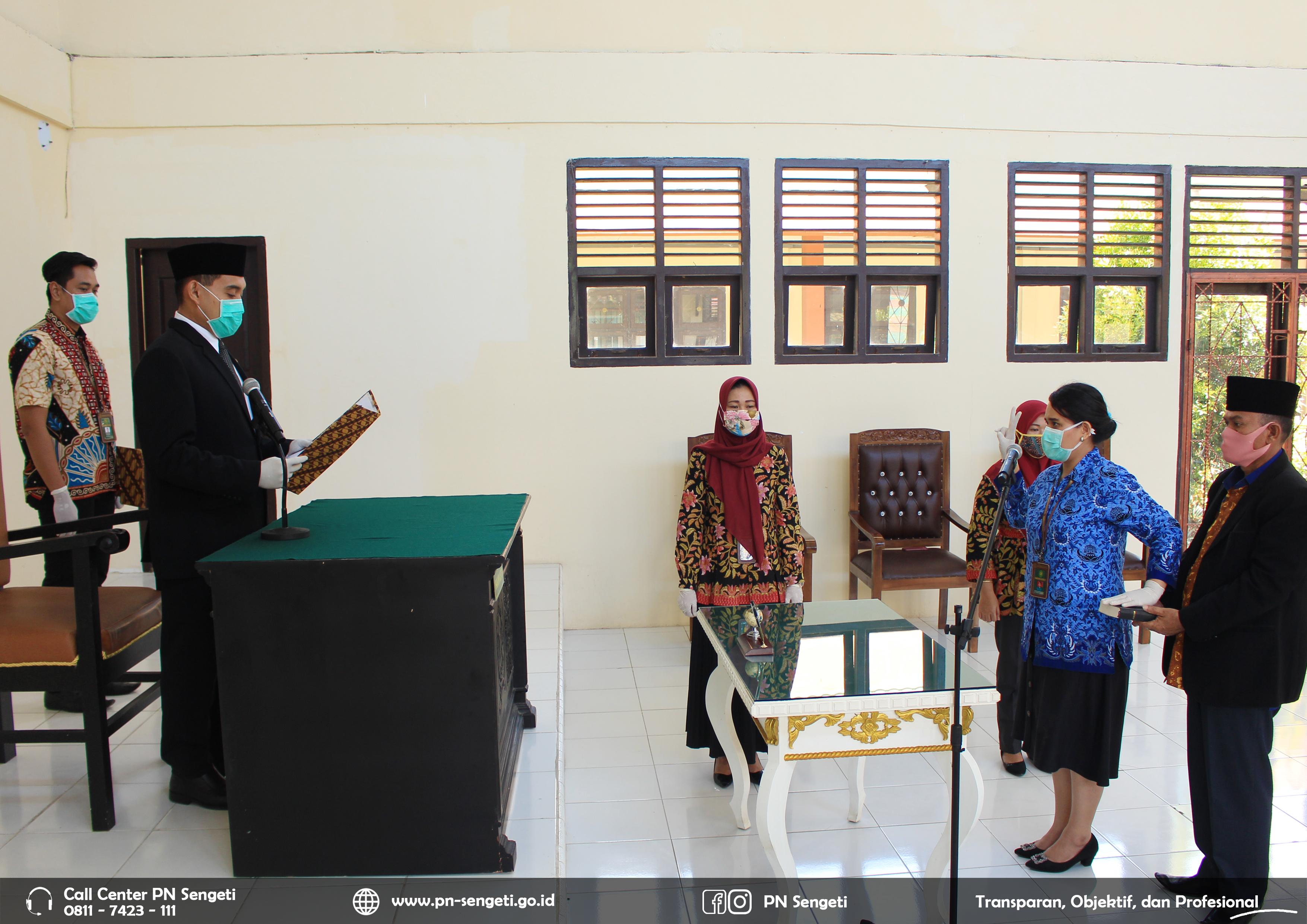 Ketua Pengadilan Negeri Sengeti Kelas II melantik dan mengambil sumpah Pegawai Negeri Sipil PN Sengeti